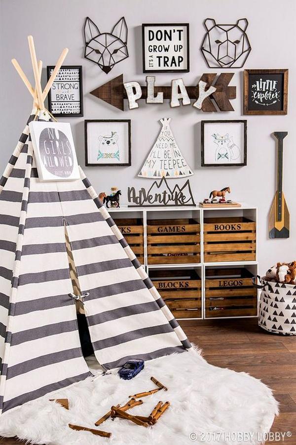 caixote de madeira no quarto de crianças