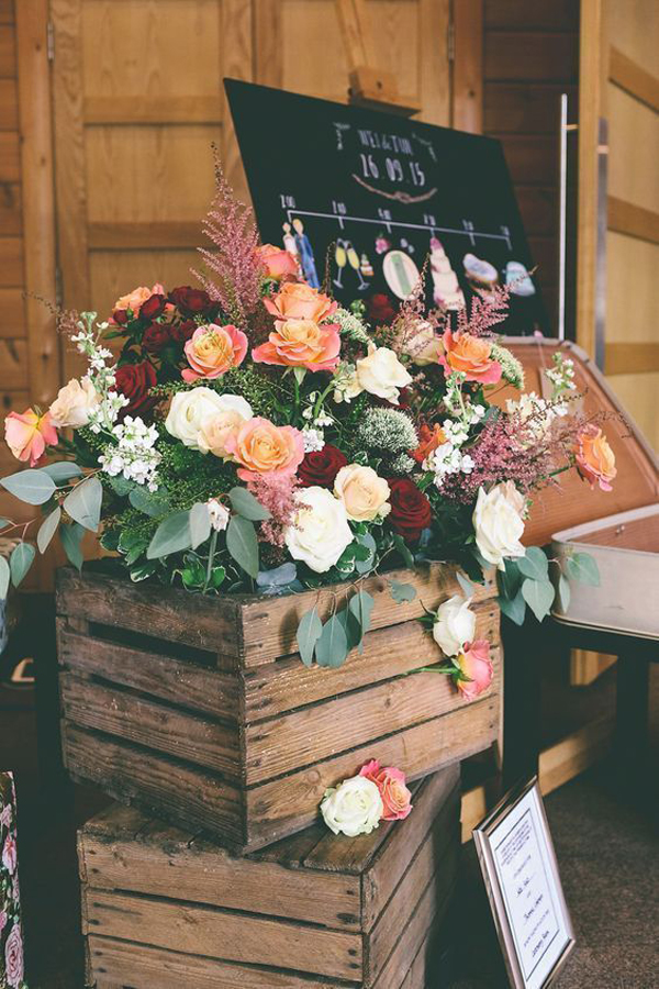 caixote de madeira em casamento