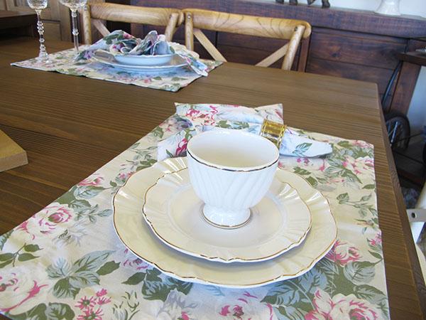 958c64410 2- Um ambiente delicado e leve é marcado com jogos americanos de renda. Seu  tecido trabalhado deixará a mesa suave e ao mesmo tempo clássica.