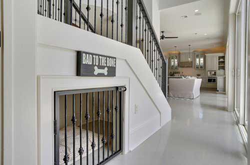 Pet-embaixo-da-escada