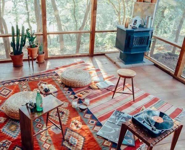 sobreposição de tapetes na decoração