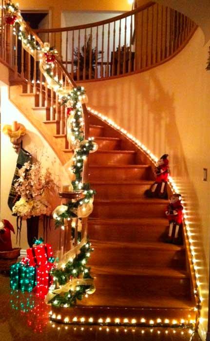Luzes-de-natal-na-escada