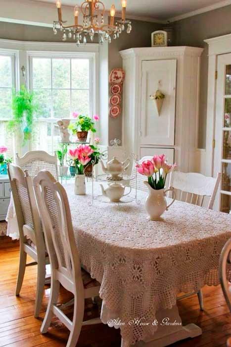 mesa-de-madeira-com-croche