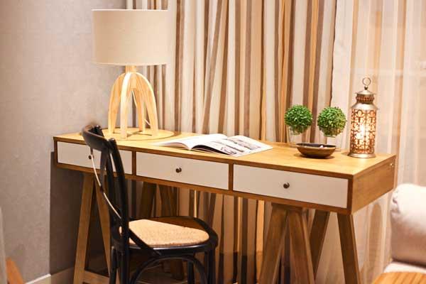 escrivania-de-madeira-no-bota-fora-de-móveis