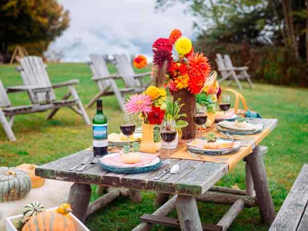 Flores-no-casamento-ao-ar-livre