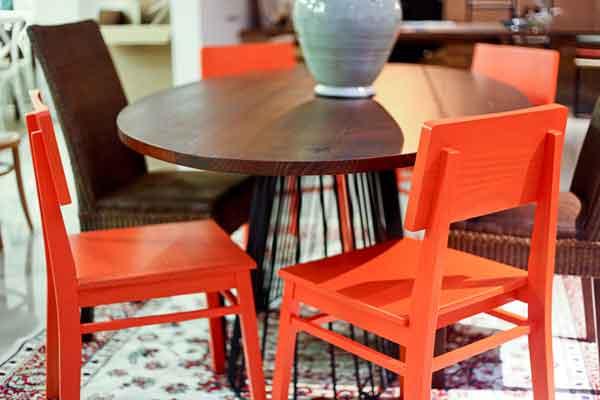 Cadeira de madeira colorida