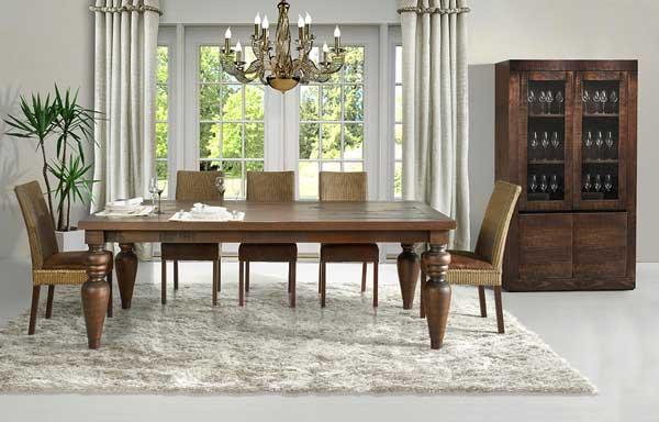 Sala de jantar de madeira