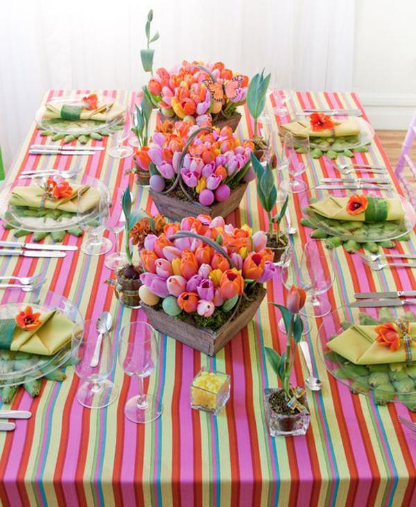flores na mesa de Páscoa
