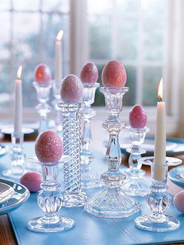 velas na mesa de Páscoa