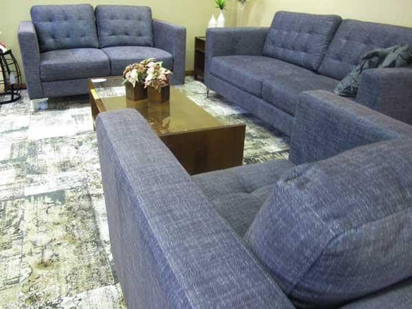 Jogo de sofás pequenos
