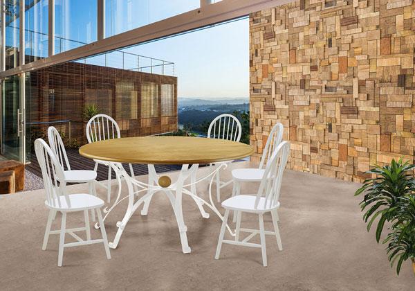 mesa redonda de madeira com cadeiras brancas