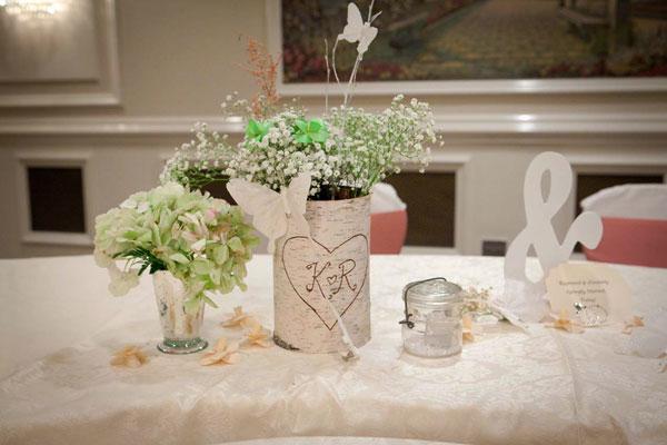 Vasinhos para mesa de casamento simples