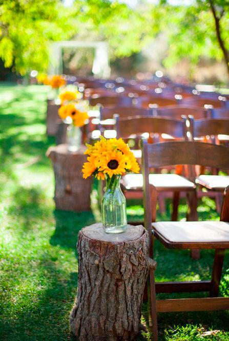Flores no corredor do casamento