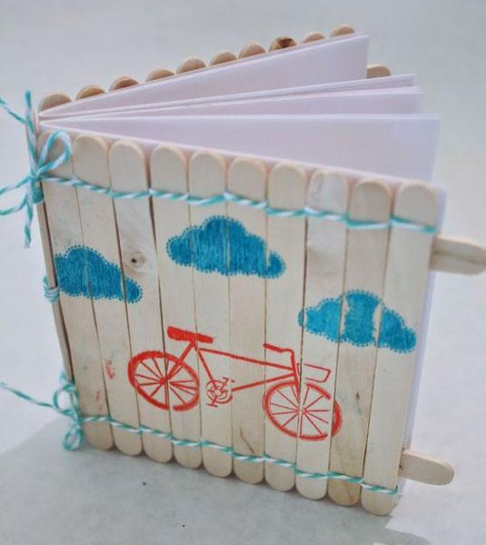 Caderno com palitos de sorvete