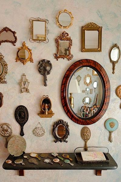 Hall de entrada com vários espelhos