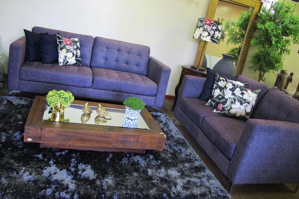 black sofá
