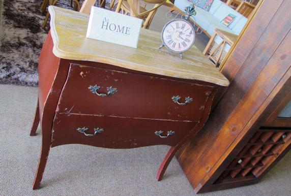cômoda vintage na decoração da casa