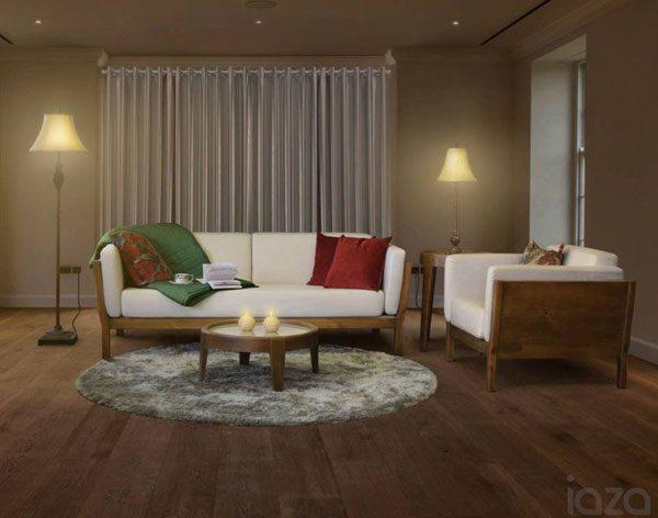sofá de madeira sustentável