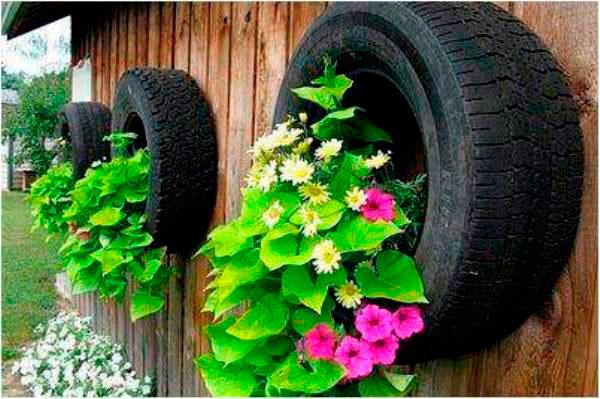 pneus no jardim