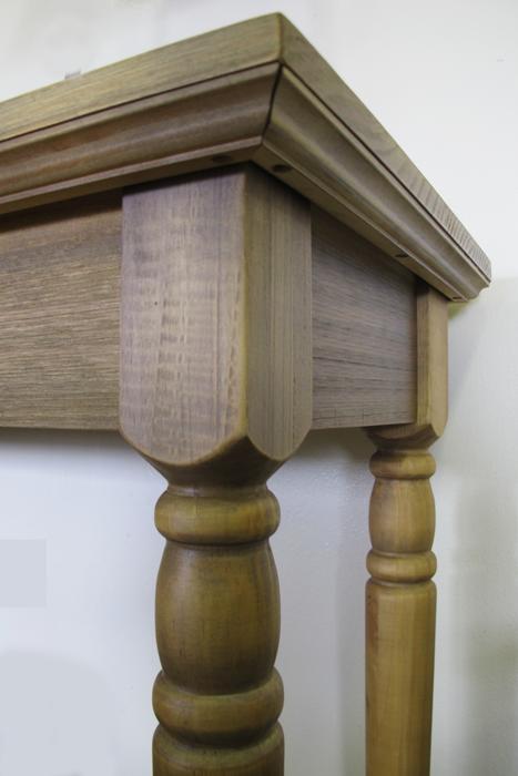 detalhe aparador de madeira maciça