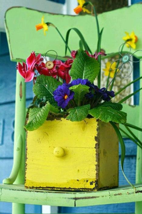 reutilizar gavetas para plantar flores