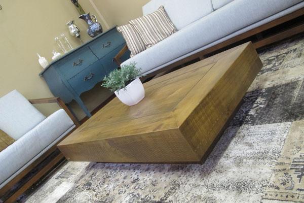 mesinha de centro madeira maciça