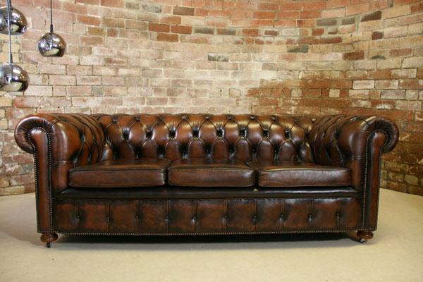 sofá chesterfield estilo rústico