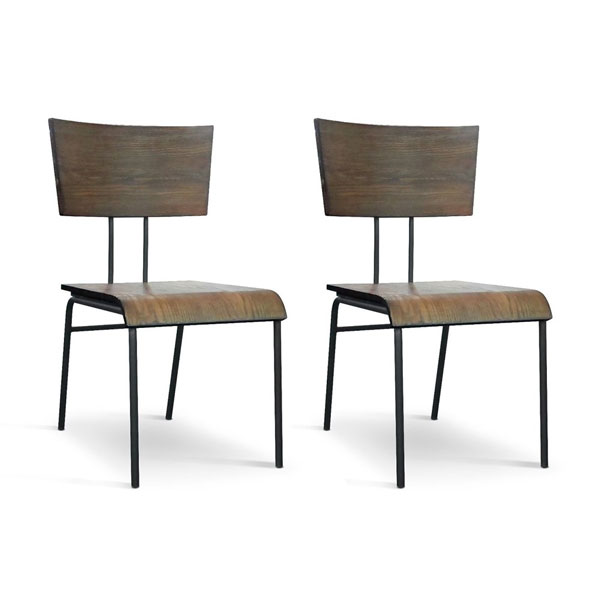 cadeiras rústicas de madeira e metal