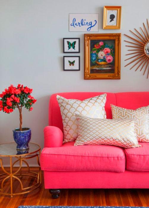 sofá cor de rosa na decoração