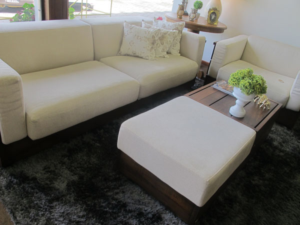 Sofás de madeira na decoração