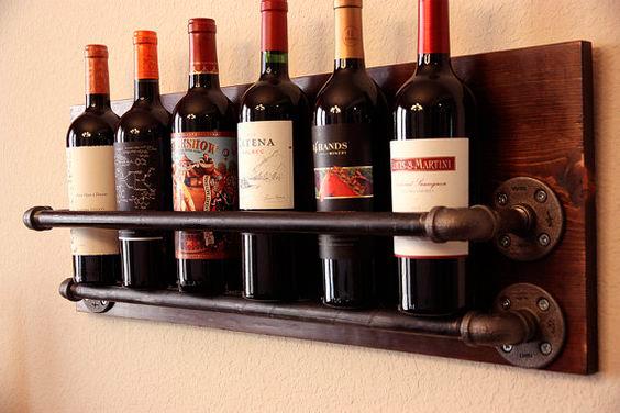 Adega de vinho feita com canos