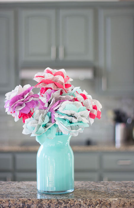 Arranjo com flores de papel