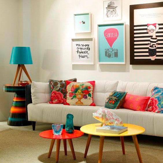 quadros na sala de estar