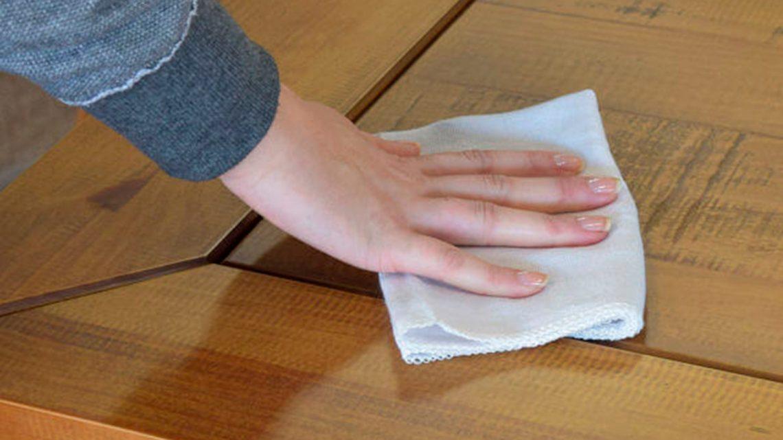 como cuidar de móveis de madeira