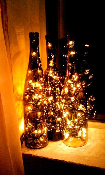 garrafas com luzes natalinas