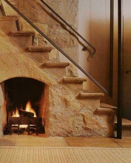 como decorar espaço embaixo da escada