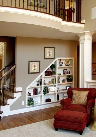 Decoração embaixo da escada