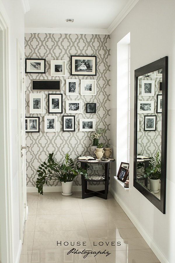 Mural de fotos no corredor
