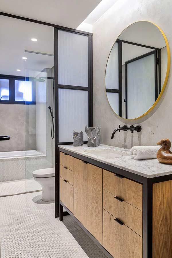 móveis rústicos no banheiro