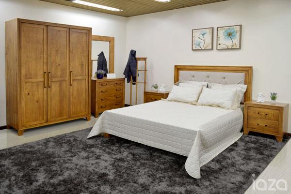 móveis rústicos no quarto