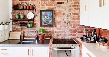 Cihlová zeď v kuchyni