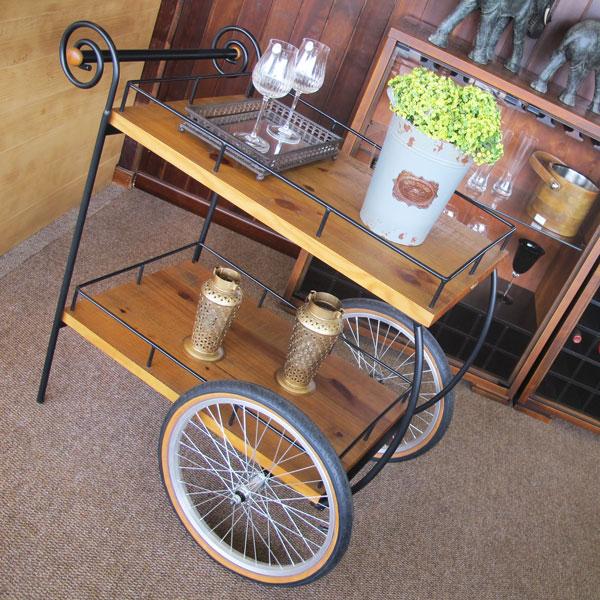 carrinho de chá na sala de jantar
