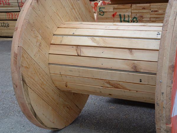 carretéis de madeira na decoração