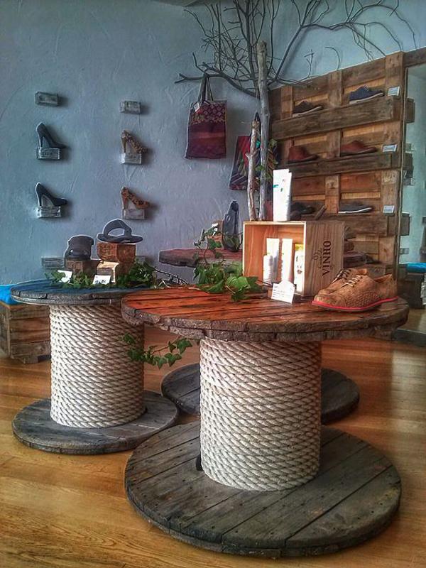 carretéis de madeira rústica na decoração