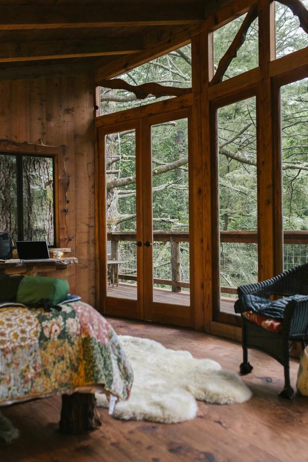 janelas de quarto rústico