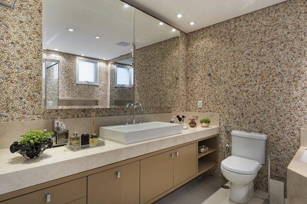revestimento em pedras no banheiro