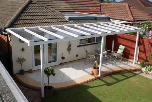 Jardim externo com cobertura retrátil
