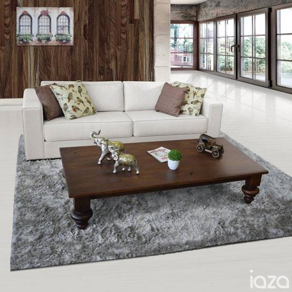 sofá com tecido linho claro