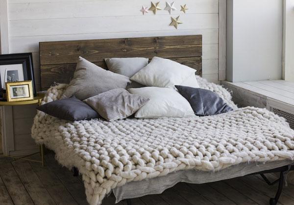 cama de madeira decoração hygge