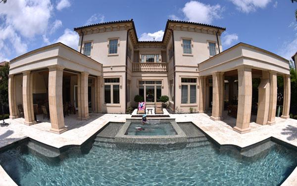 piscina do cantor Luciano